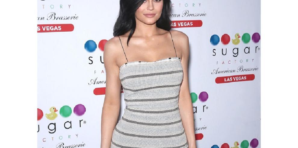 Kylie Jenner vuelve al gimnasio con ayuda de sus hermanas