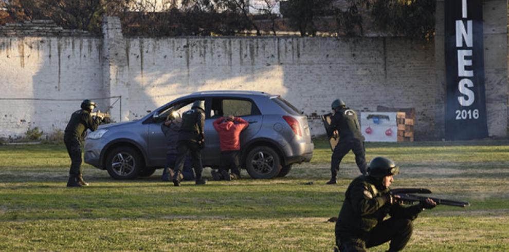 Custodios panameños se capacitan en Técnicas Especiales Penitenciarias en Chile