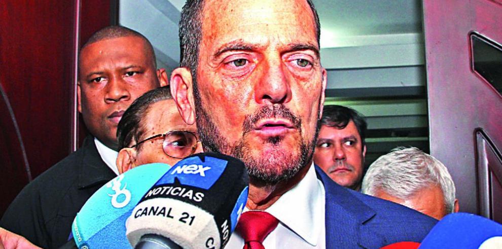 Contralor Humbert denuncia a diputados Vallarino y Vargas