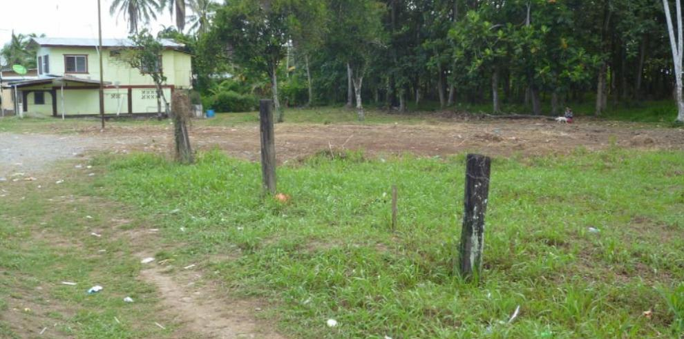 Denuncian venta ilegal de tierra en Changuinola