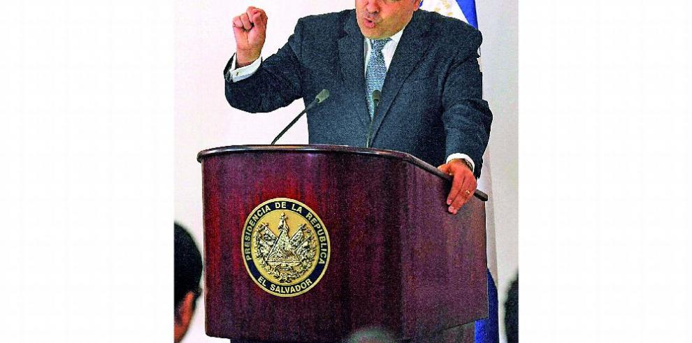 Corte salvadoreña admite confesiones de Saca en juicio