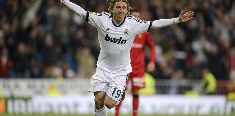 Luka Modric recibe el cariño del Santiago Bernabéu