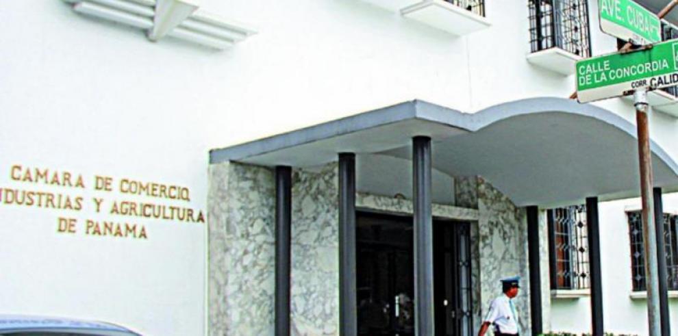 Cúpula empresarial panameña recuerda a Varela separación de poderes