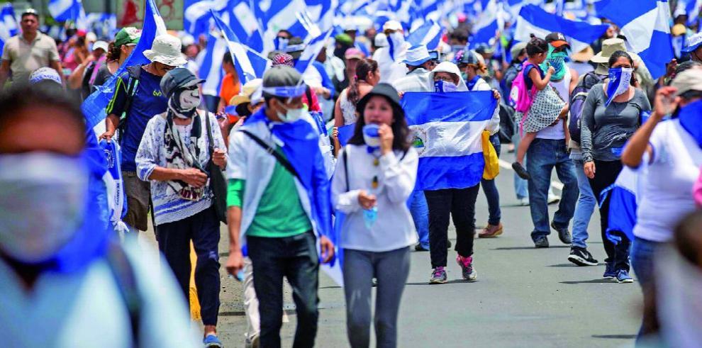 Entre protestas de oposición, Ortega realiza una marcha