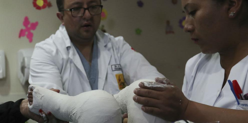 Los 'zapatitos mágicos' cambian la vida a niños bolivianos