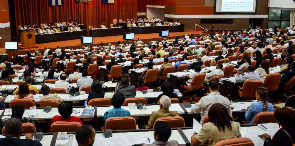 Cuba saca palabra 'comunismo' de su nueva Carta Magna