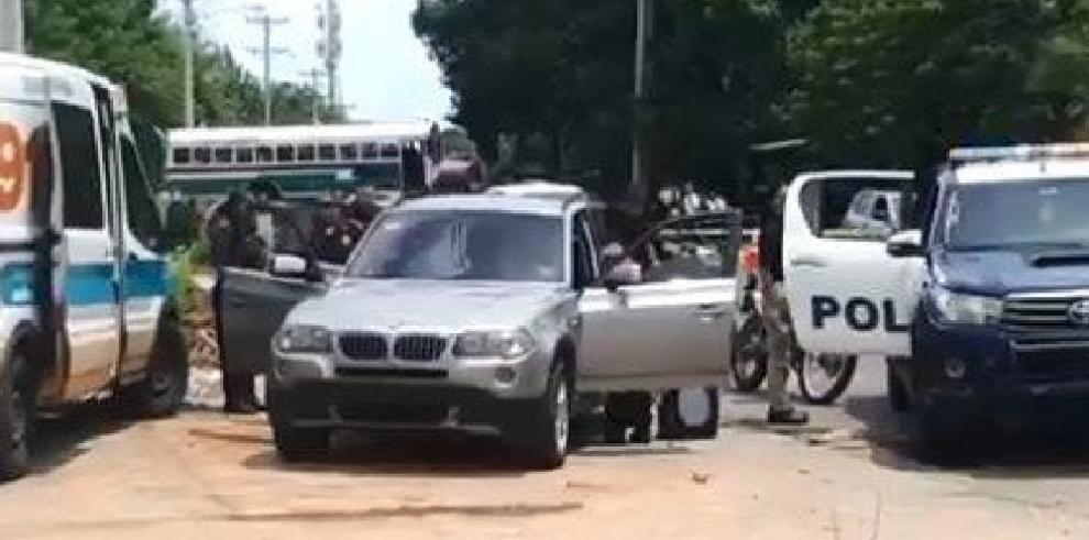 Dos detenidos, por hallazgo de tres personas sin vida dentro de lujosa camioneta en Pacora
