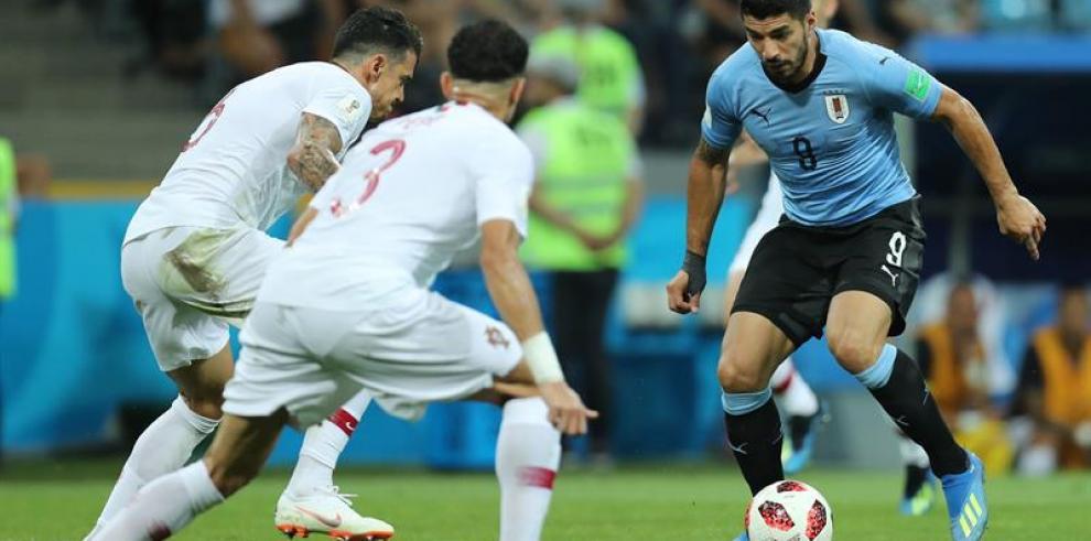 Cavani pone a Uruguay en cuartos de finales y despide a Cristiano