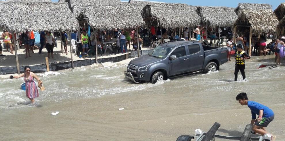 Sinaproc desaloja la playa Santa Clara por fuerte oleaje
