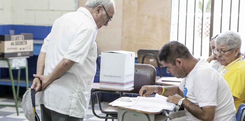 Elecciones en Costa Rica transcurren con calma