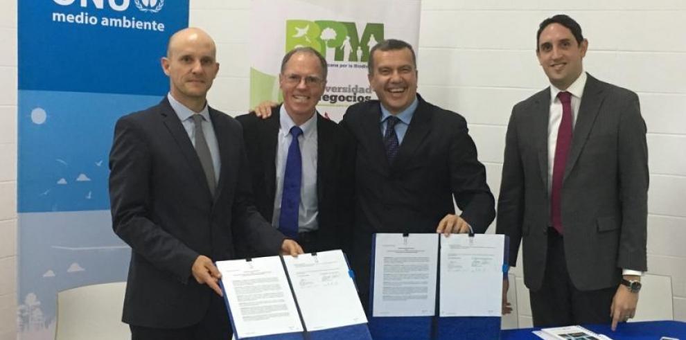 Firman memorando de entendimiento para la conservación del medio ambiente