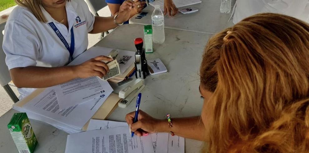 Beneficiarios de Ciudad Esperanza firman carta compromiso con BHN