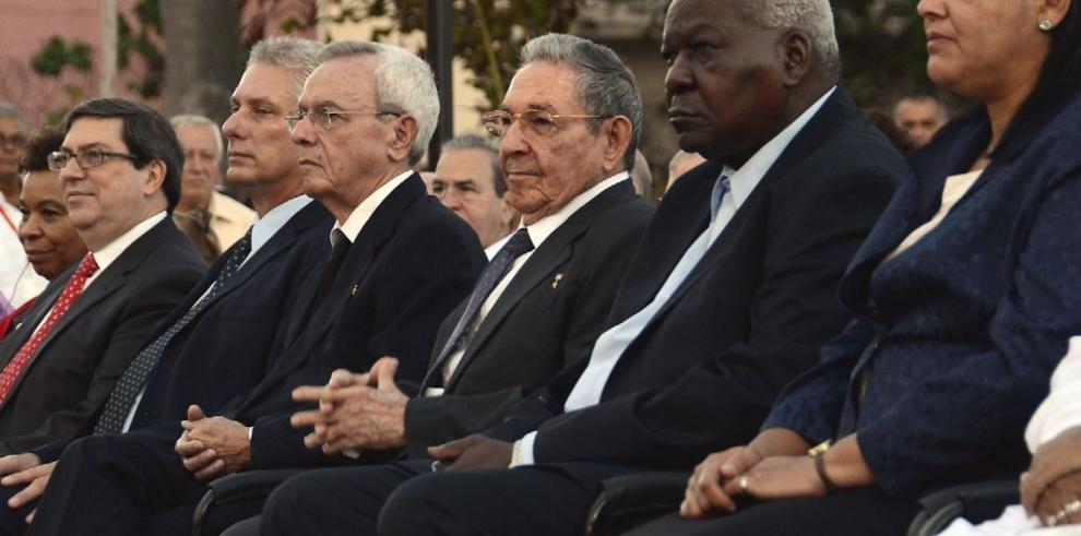 Cuba y EE.UU. develan una estatua de José Martí