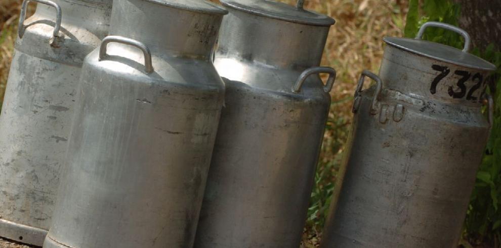 Lecheros rechazan rebaja de $0.05 el litro