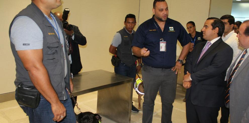 MIDA presenta Unidad Canina UCA en el aeropuerto de Tocumen