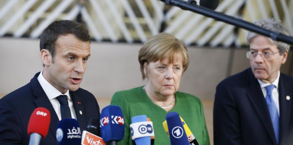 Macron y Merkel piden a Putin respalde tregua