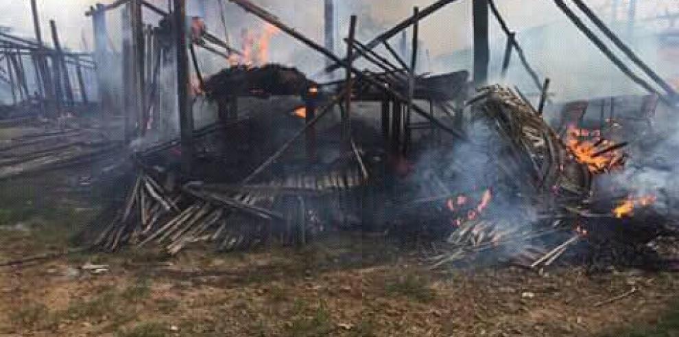 Doce casa afectadas por incendio en Gangandi