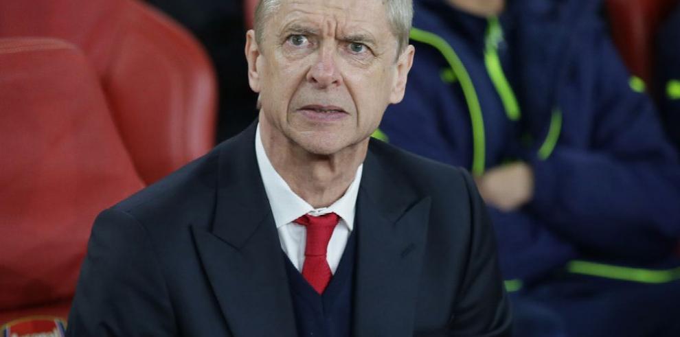 Wenger tendrá que responder por cargos en su contra