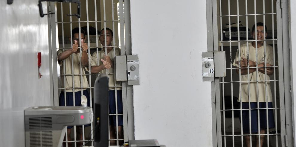 Liberan a agente custodio en Centro de Cumplimiento