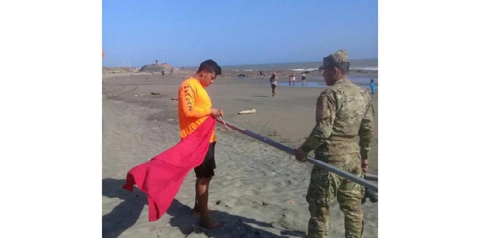 Bandera roja en playa Uverito por presencia de serpientes marinas