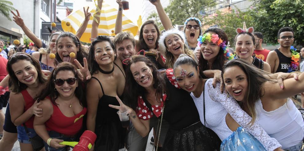 El Carnaval brasileño llega a su quinto día y promete prolongarse