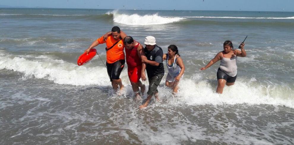 Bandera amarilla por fuertes oleajes en playas del Caribe y Pacífico panameño