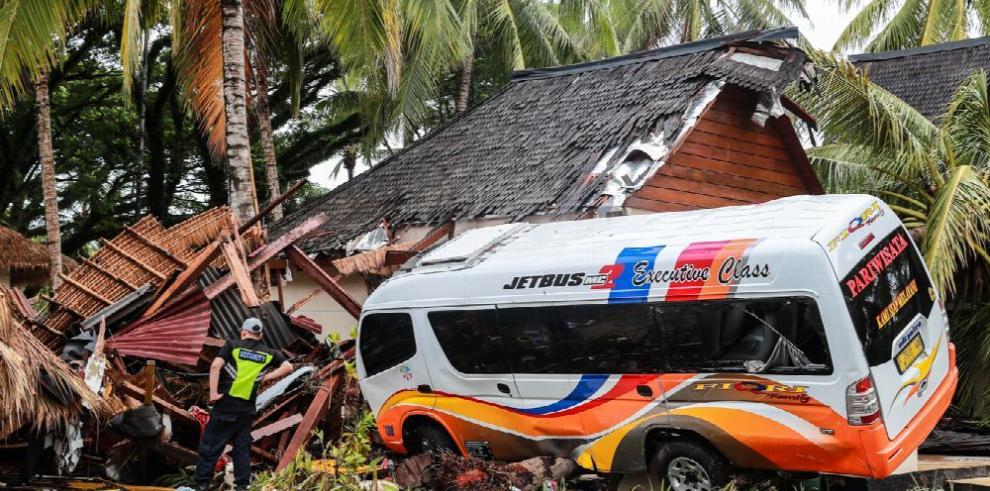 Indonesia: Muertos ascienden a 450, siguen labores de rescate
