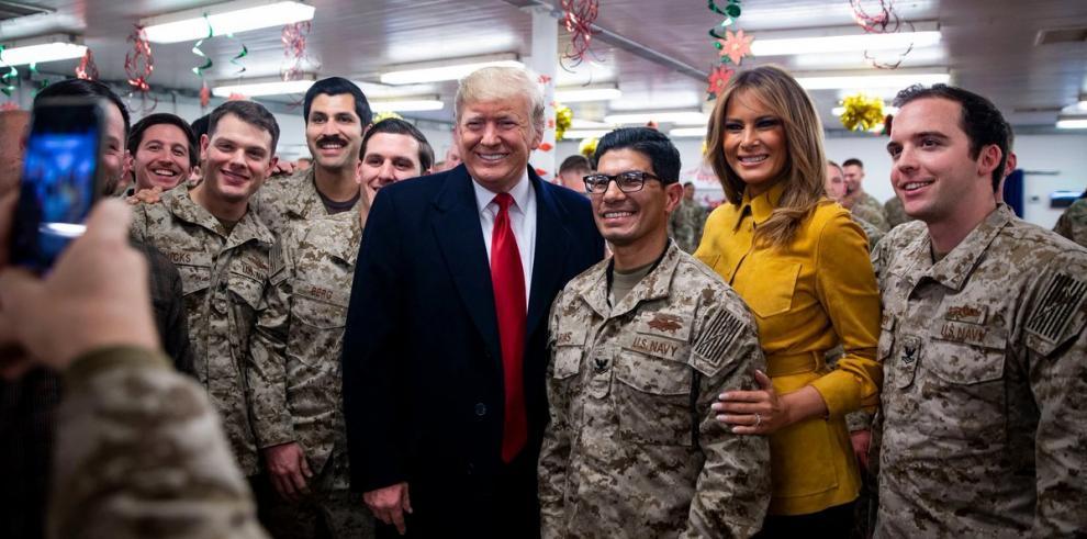 Trump y su esposa viajaron por sorpresa a Irak para visitar tropas de EE.UU.