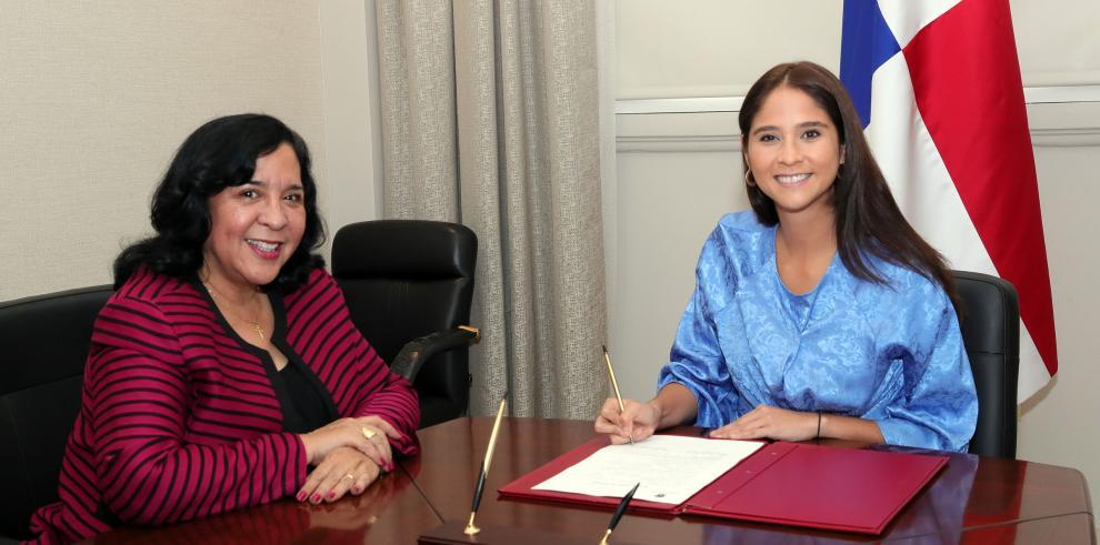 Marcela Paredes toma posesión como nueva Embajadora en Chile