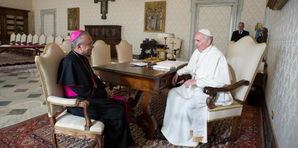 El papa se reunirá con víctimas de abusos y rezará por ellas en Irlanda