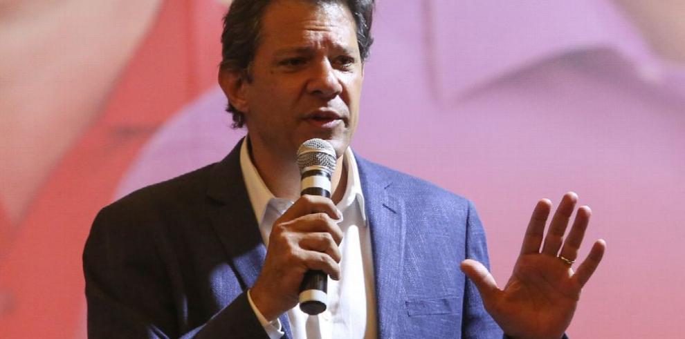 Bolsonaro y Haddad, líderes en carrera presidencial brasileña