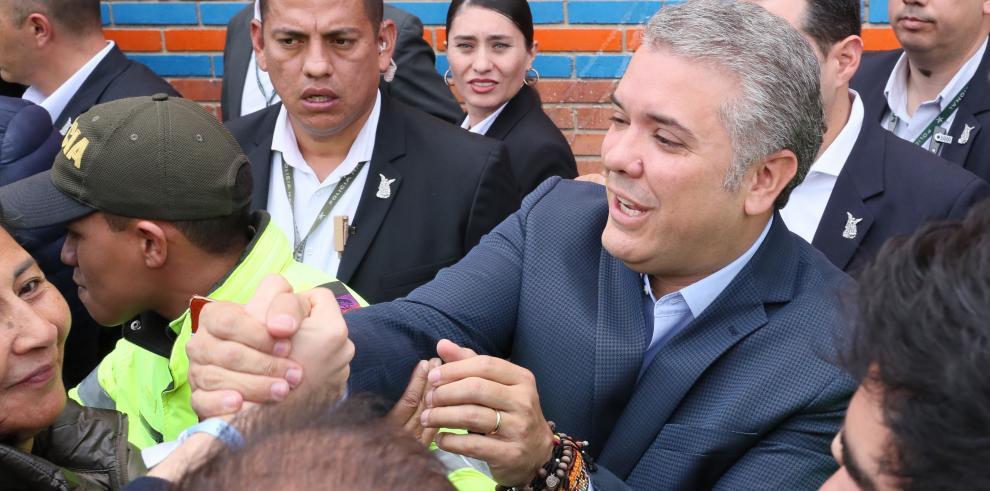 Con el 84,5 % escrutado, Iván Duque acaricia la Presidencia de Colombia