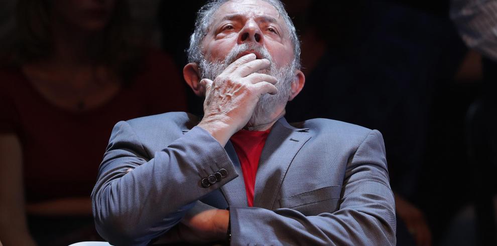 Lula define una estrategia ante su probable ingreso en prisión