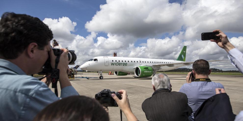 Embraer entrega el avión del modelo E190-E2
