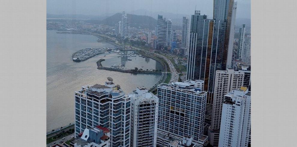 La UE saca a Panamá de la lista 'negra' y la incluye en la 'gris'