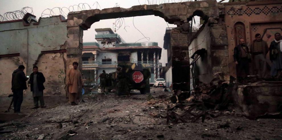 Al menos 6 muertos y 20 heridos deja un ataque en Afganistán a una ONG sueca