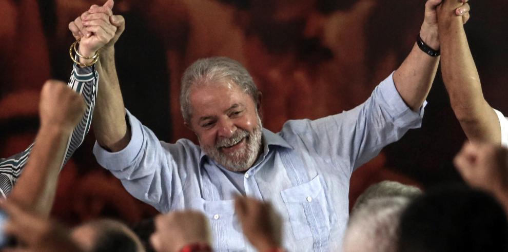 Lula da Silva acepta candidatura presidencial por PT en Brasil