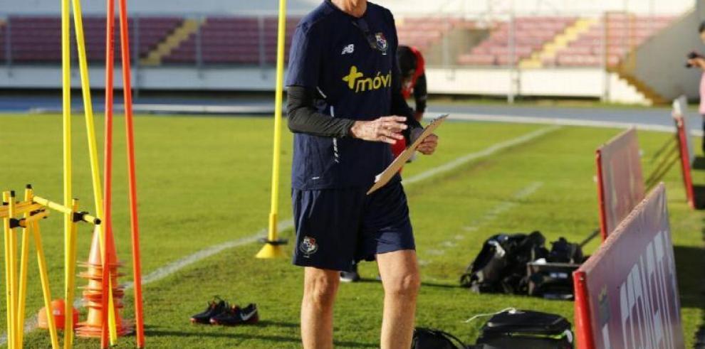 Fepafut mantiene a Gary Stempel como técnico de la selección de Panamá