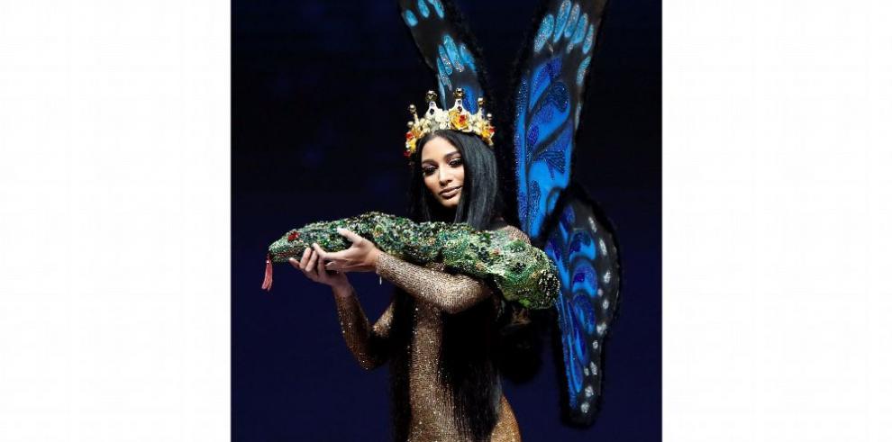 Rosa Iveth y su guardarropa de fantasía