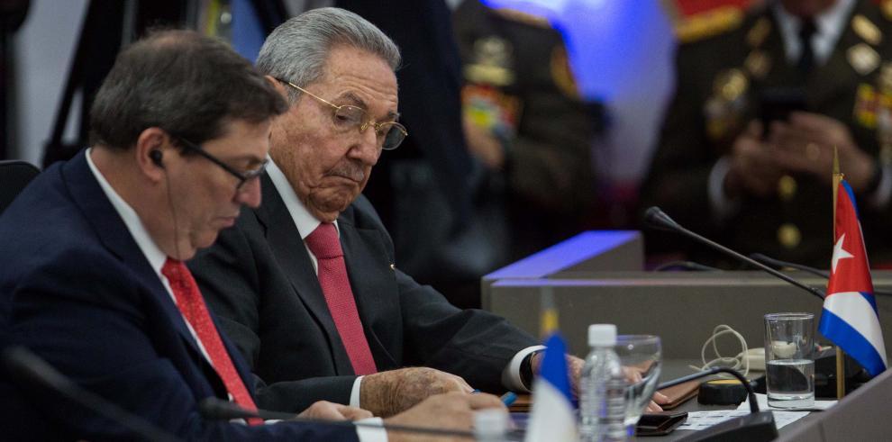 Cuba da pistas sobre el sucesor de Castro en relevo no exento de incógnitas