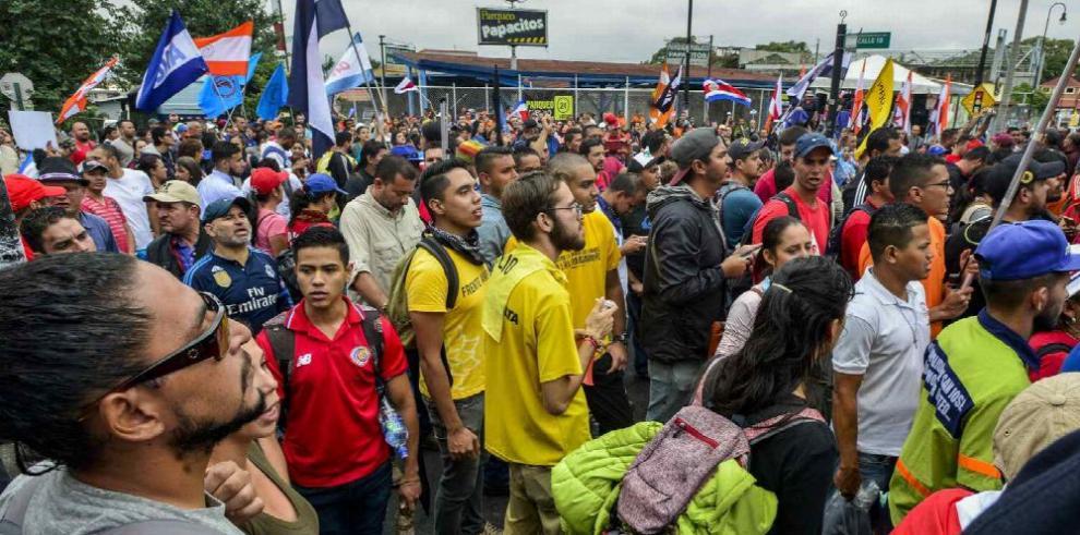Costa Rica continúa paralizada por huelga