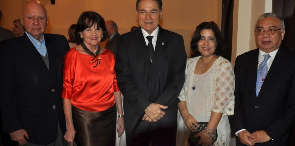 Academia Panameña de la Lengua juramenta directiva