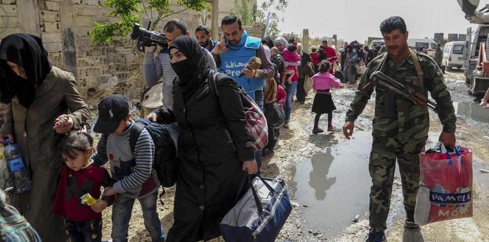 Al menos 128 mil civiles han salido de Guta a zonas dominadas por el Gobierno
