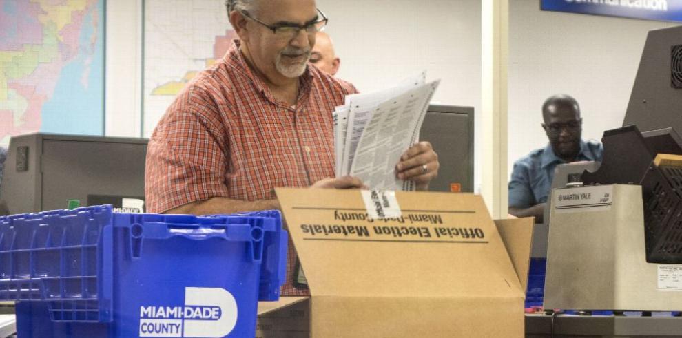 Florida inicia el tedioso recuento de votos tras comicios