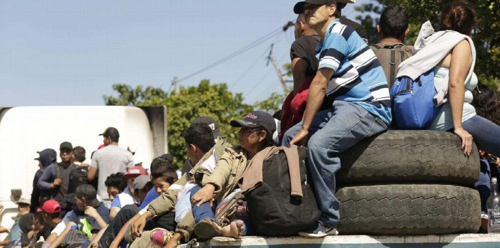 Milicias civiles en EE.UU., listas para 'frenar' a migrantes