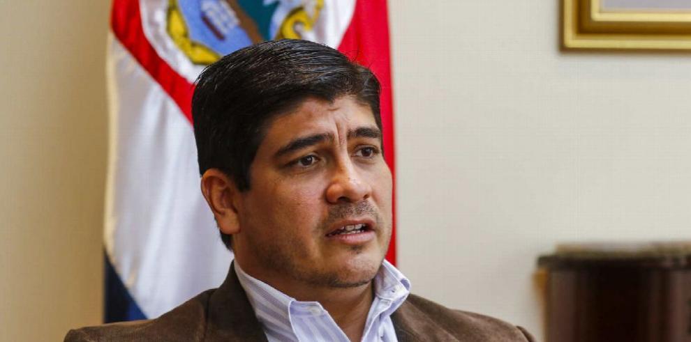 Presidente de Costa Rica defiende reforma fiscal