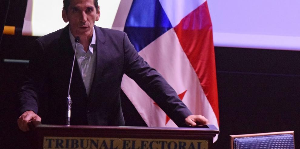 Rómulo Roux, proclamado como candidato presidencial de Cambio Democrático