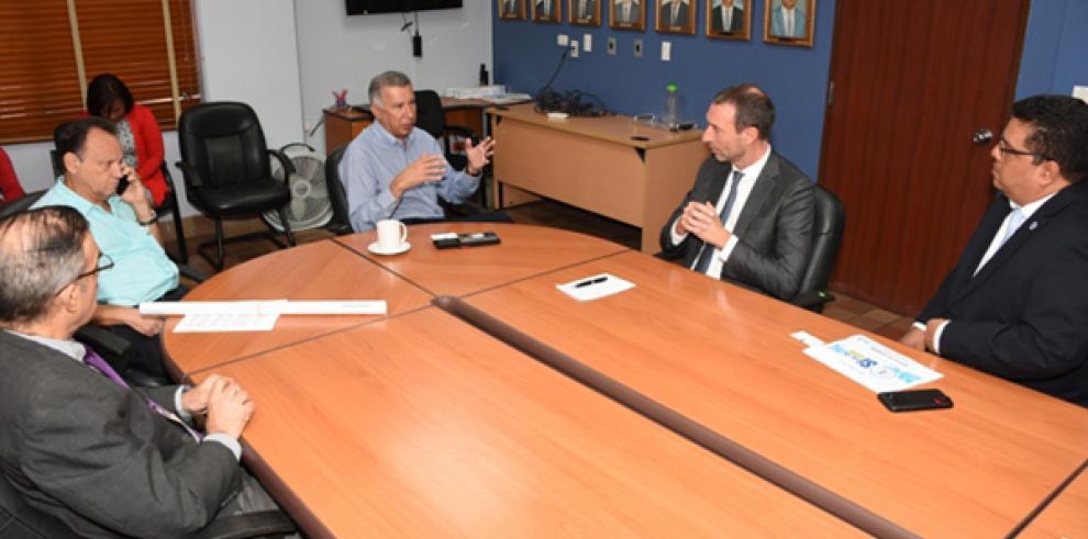 Embajador de Holanda se reúne con el Director de la CSS