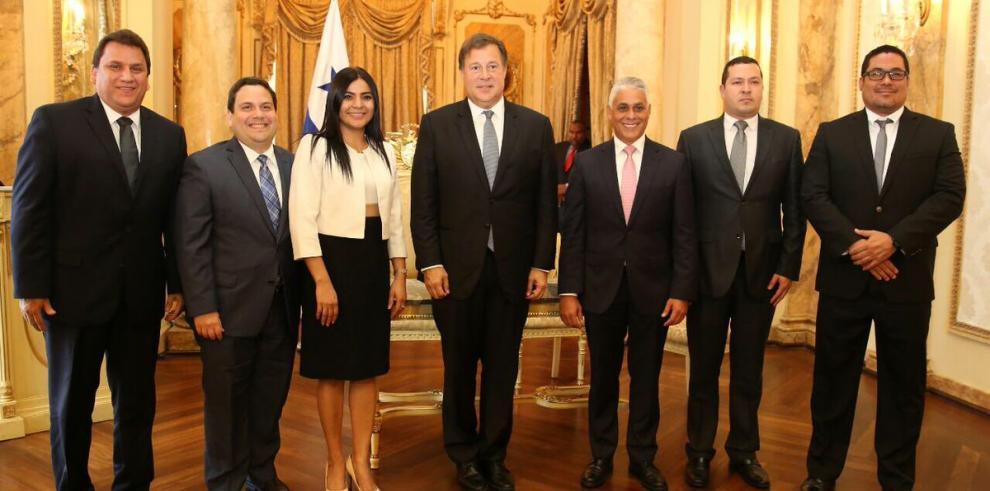 Ministros del Mitradel, Meduca y Miviot toman posesión al cargo
