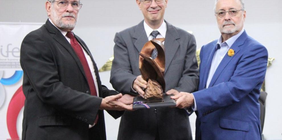 Premio Internacional Cátedra de la Democracia